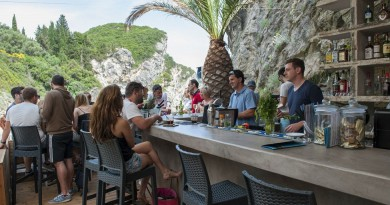 Krf La Grotta bar šank