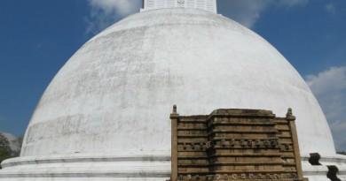 Sri Lanka Anuradhapura Mirisawetiya stupa Vahalkada