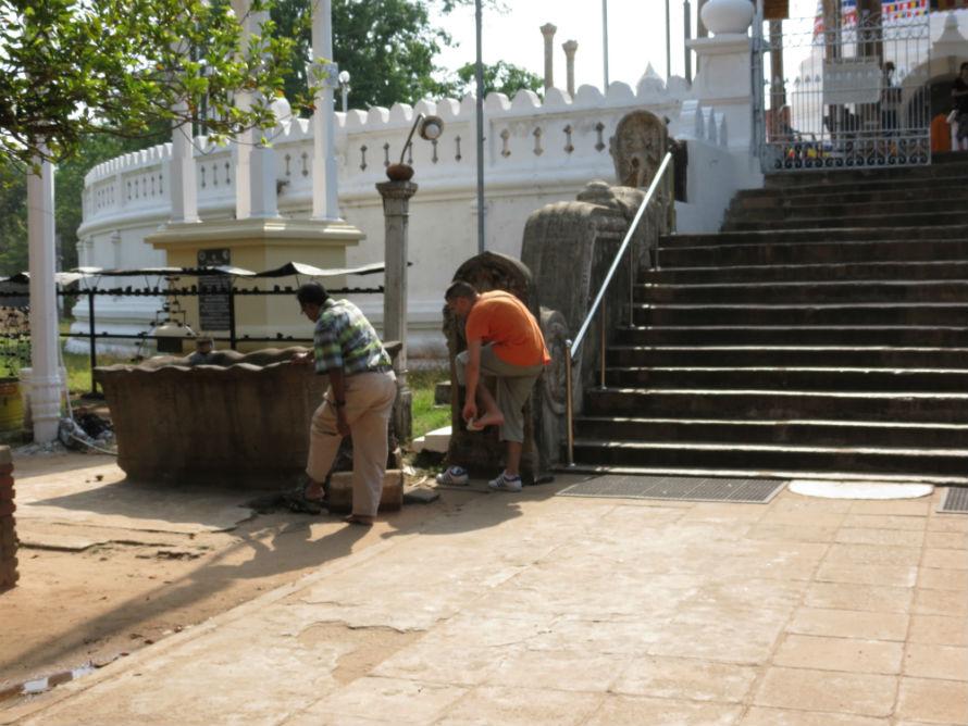 ... preporučujemo (ne brinite voda u ovom delu Šri Lanke je čista
