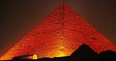 Seven wonders Giza pyramids