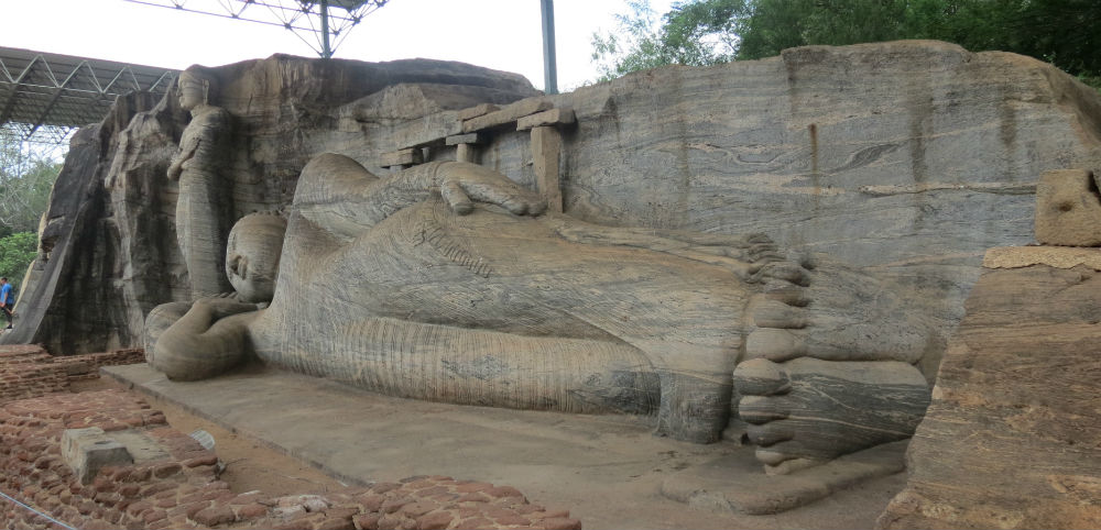 4 Budine statue