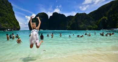 Thailand crowd on Maya bay