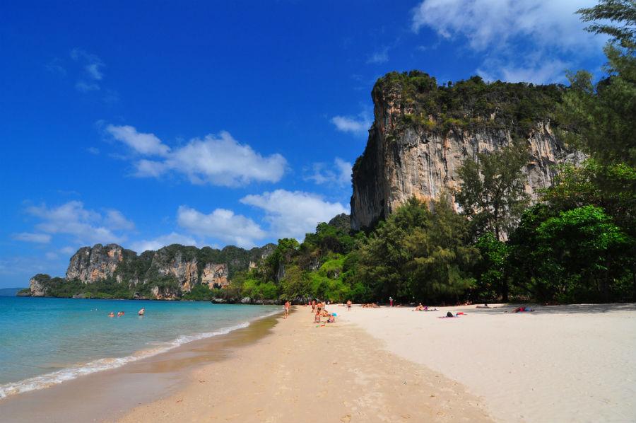 Plaža Railay - Krečnjačke litice u pozadini plaže