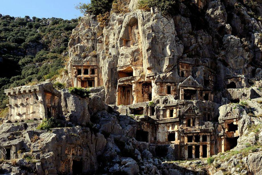 Nekropolis Mira - Grobnice klesane u kamenu