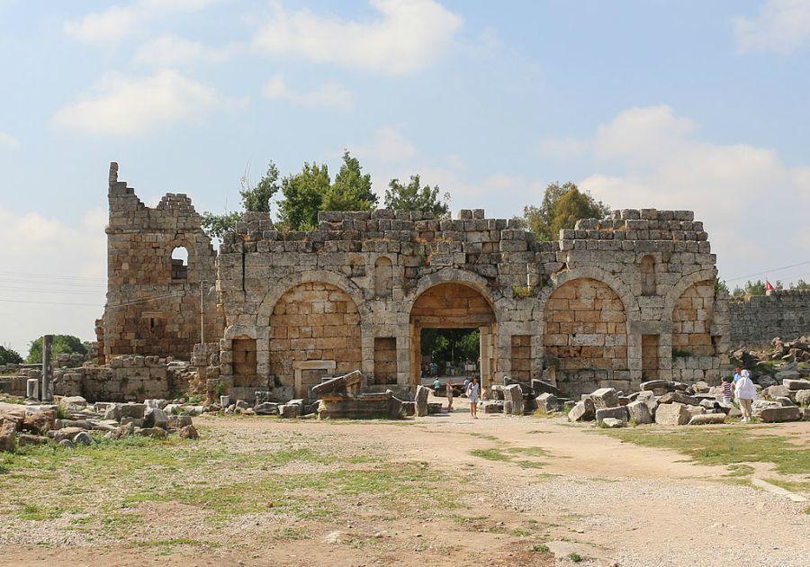 Antički grad Perge - Rimska kapija