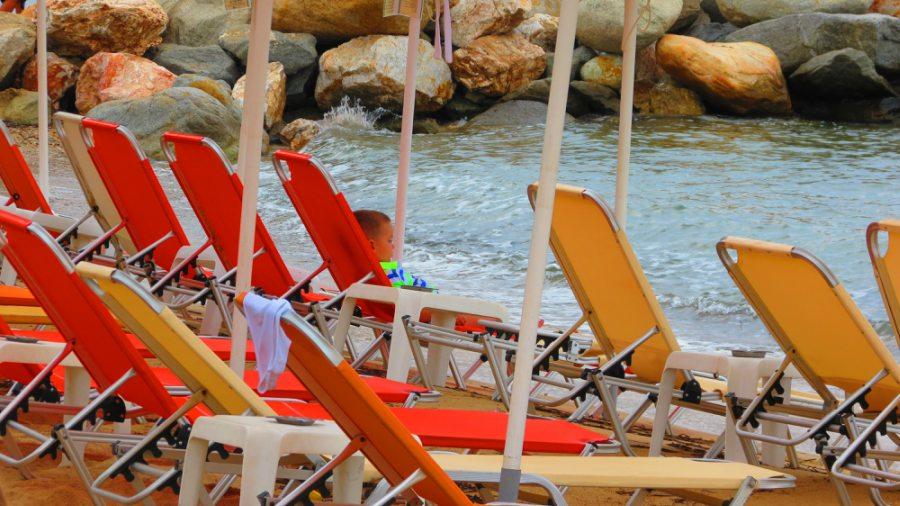 Ležaljke na gradskoj plaži