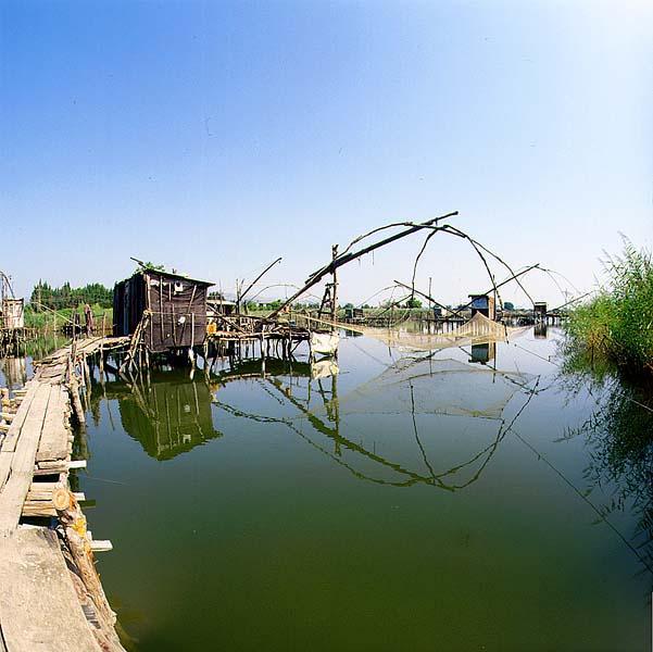 "Tradicionalne kućice ribara | <em>Creative Commons - image by <a href=""https://es.wikipedia.org/wiki/Archivo:Bojana_River.jpg"" target=""_blank"">Milan B. / es.wikipedia.org</a></em>"