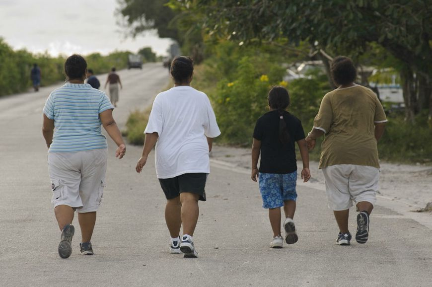 "Šetnjom protiv gojaznosti i dijabetesa | <em>Creative Commons - image by <a href=""https://commons.wikimedia.org/wiki/File:Participants_of_a_walk_against_Diabetes_and_for_general_fitness_around_Nauru_airport.jpg"" target=""_blank"">Lorrie Graham/AusAID / commons.wikimedia.org</a></em>"