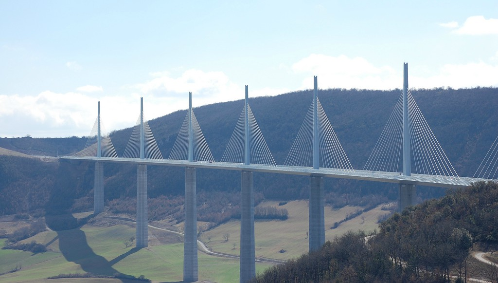 "Millau viaduk | <em>Creative Commons - image by <a href=""https://www.flickr.com/photos/58134/2392257866/"" target=""_blank"">thierry ben abed / flickr.com</a></em>"
