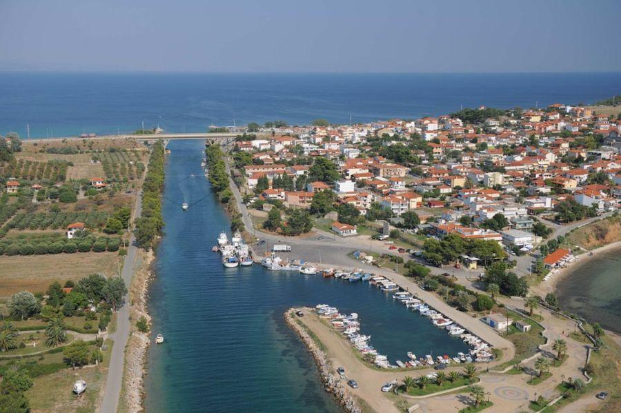 Nea Potidea - Kanal koji je od Kasandre napravio ostrvo