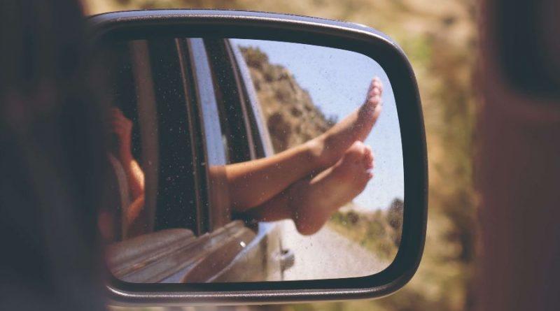Automobil retrovizor putovanje kolima put