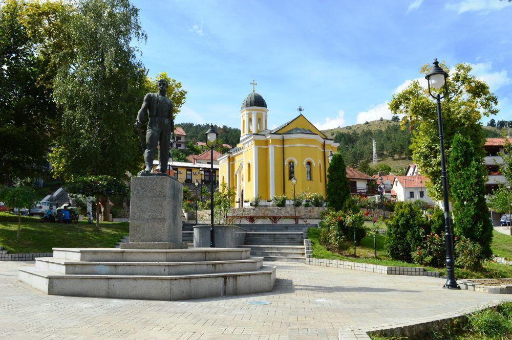 raška park spomenik crkva