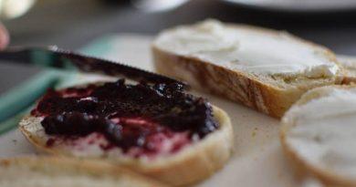 Džem i hleb srpski doručak