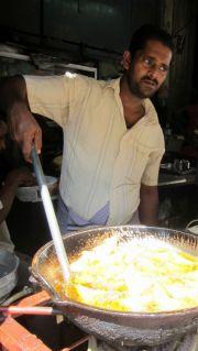 Sri Lanka Colombo Pettah Guy Frying Samosas