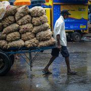 Sri Lanka Colombo Pettah man power